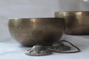 Client-singing-bowls-1615498_1280-300x200