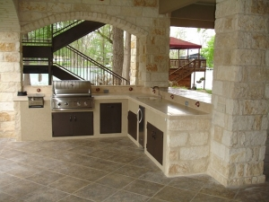 Mansion-outdoor-kitchen-1537768_640-300x225