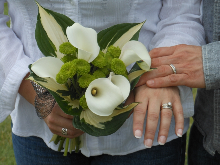 Shane-Lori-Flowers-Rings-2-768x576